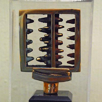 مونا پاد | برنز | 2 × 7.5 × 7.5 سانتیمتر | تکنسخه | قیمت پایه 2,000,000 تومان، فروش به بالاترین پیشنهاد